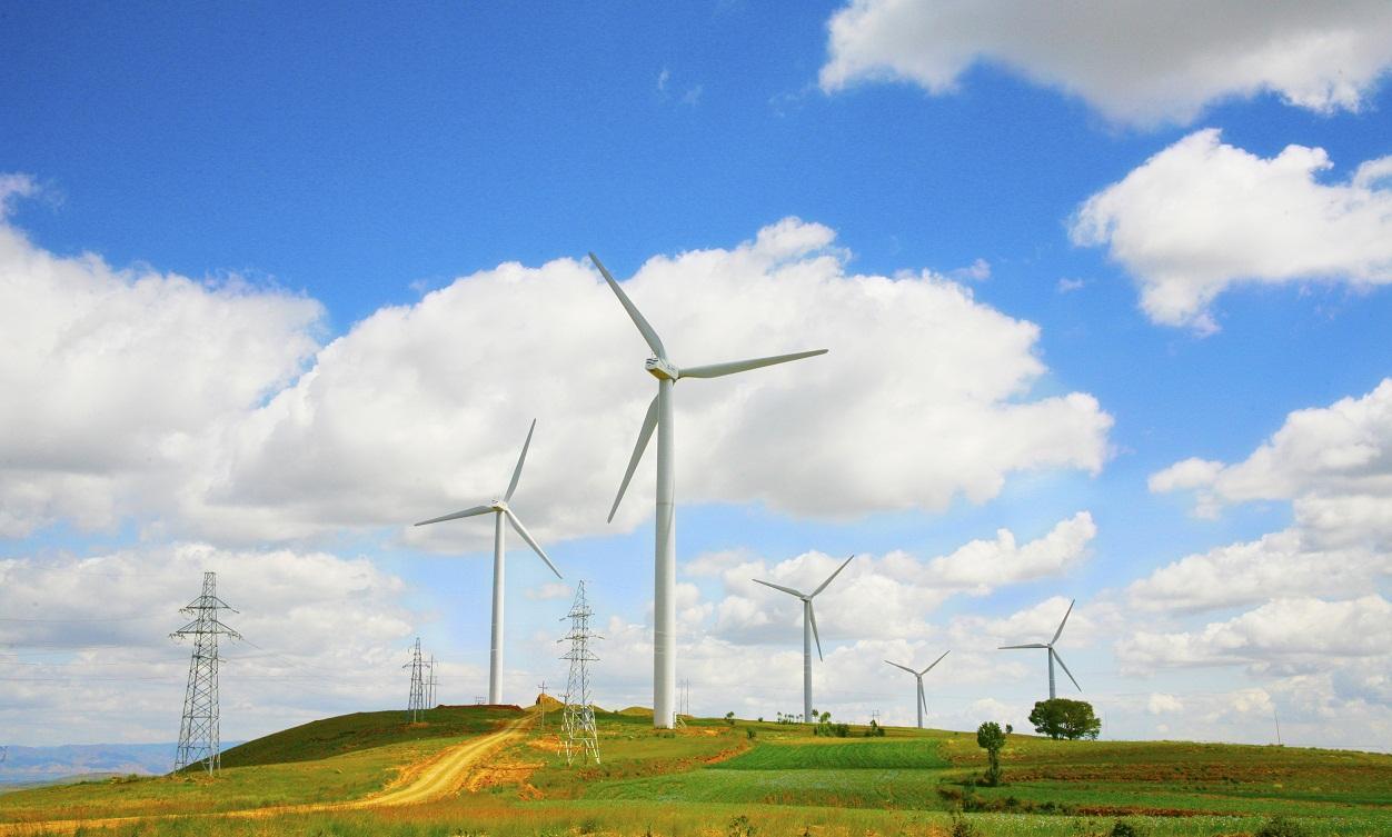 泰和山地风电项目投入运行