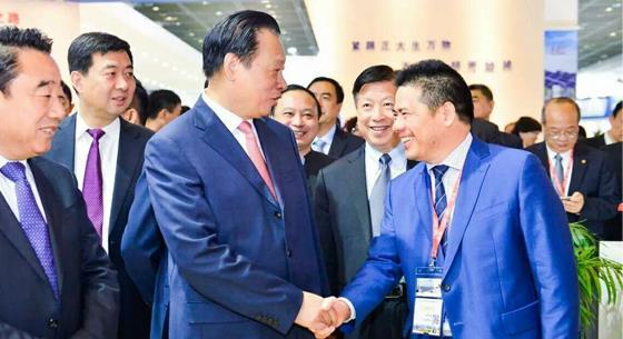 远东智慧能源闪耀无锡国际新能源展 获吴新雄等领导肯定