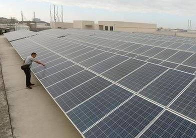 石狮企业厂房屋顶建起光伏电站