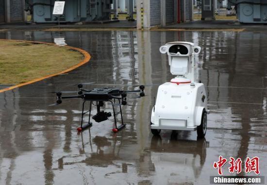 空地立体电网巡检机器人队亮相重庆