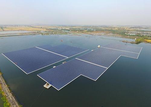 全球最大的浮式太阳能电站在安徽实现部分并网