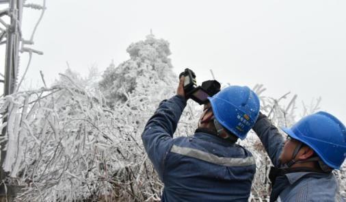桂林电网多条线路覆冰 已启动直流融冰装置