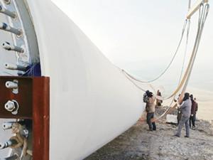 内蒙古达茂旗航天日泽风电供热项目首台机组成功并网