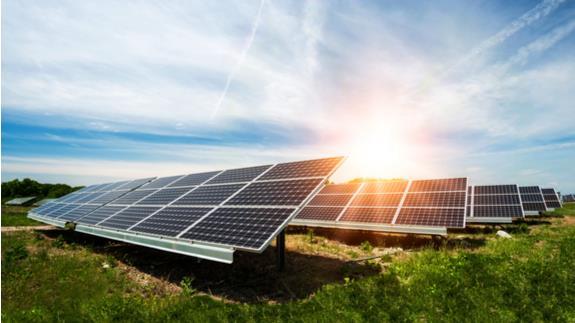 2017年公用事业规模太阳能装机量连续八年创新高