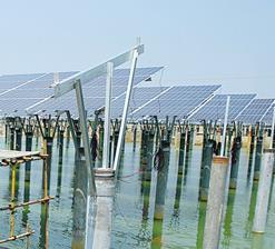 海南首例渔光互补光伏发电项目施工