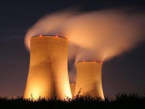 中法合作的世界首台核电机组投入运行
