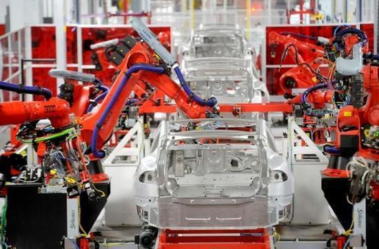 特斯拉暂停Model3生产 改进自动化