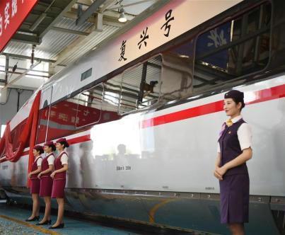 """中铁总:时速250公里""""复兴号""""样车年内下线"""