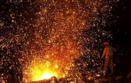 向上还是向下 我国钢铁市场未来走势分歧大