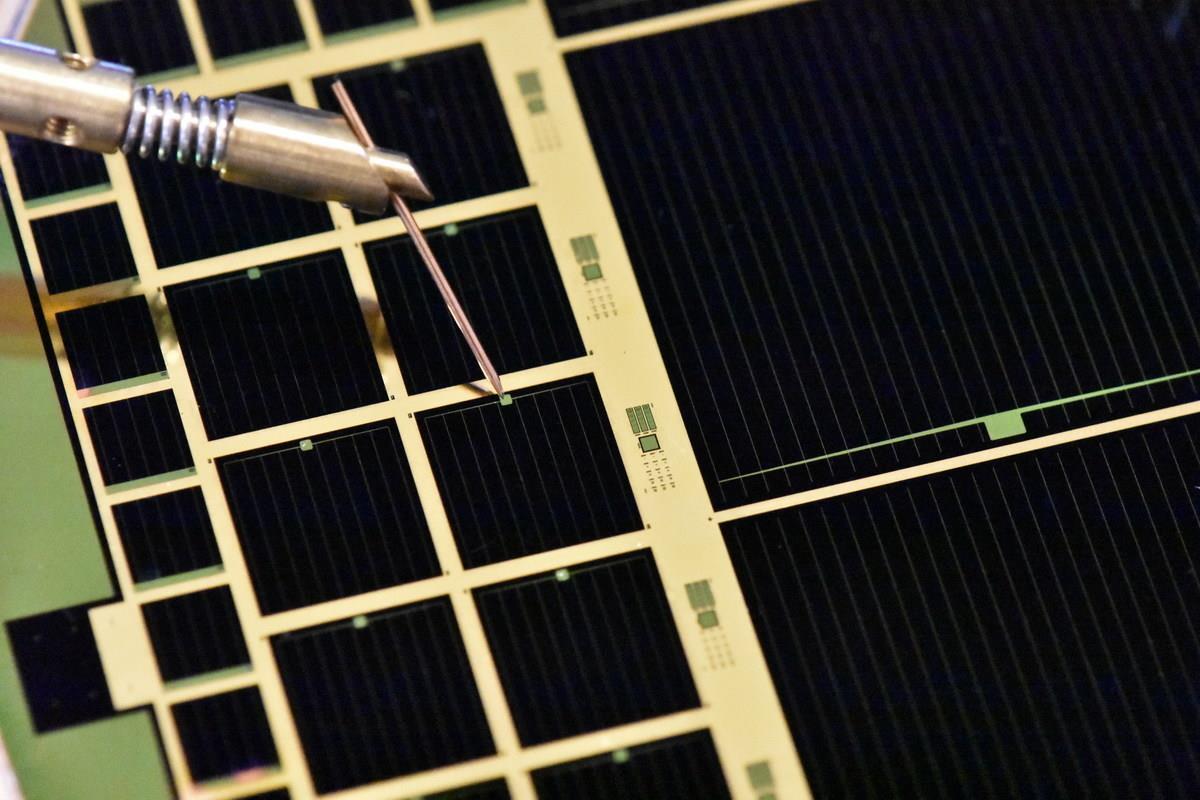 37.75%:太阳能电池效率创新纪录 但成本居高
