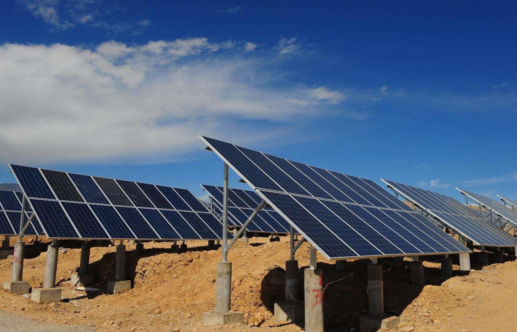 青海省海南共和县50兆瓦光伏电站并网发电