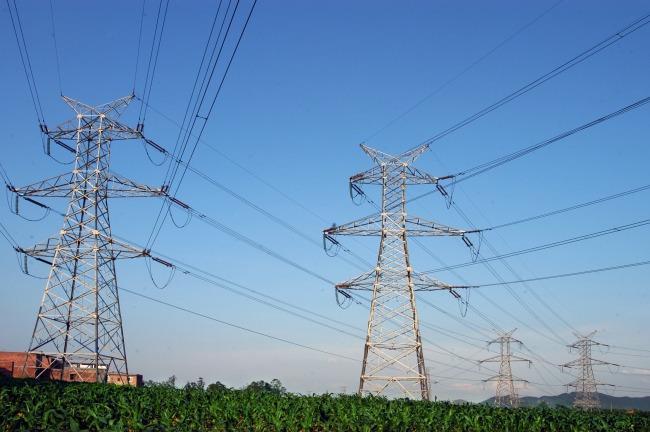 南方电网纵江变电站配套500千伏线路二期工程投运