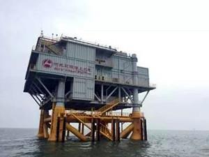 我国北方首个海上升压站平台成功建造安装完成