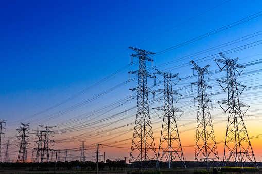 德国经济部长将提出一项法律加速电网扩张