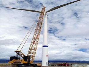乌兰10万千万风电场首台风机成功安装