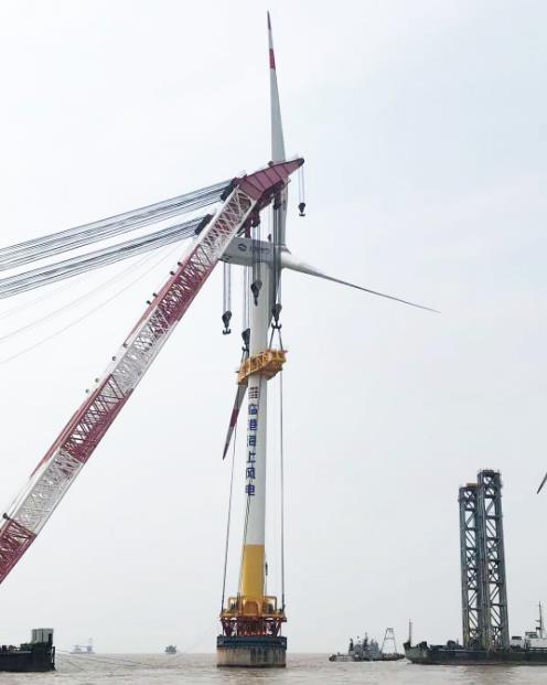 上海电气临港一期海上风电项目首台风机顺利吊装完成