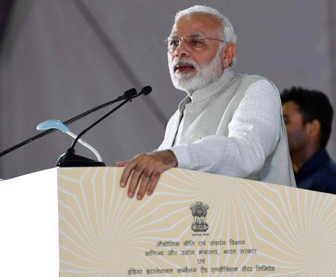莫迪:到2022年印度经济规模将达到5万亿美元