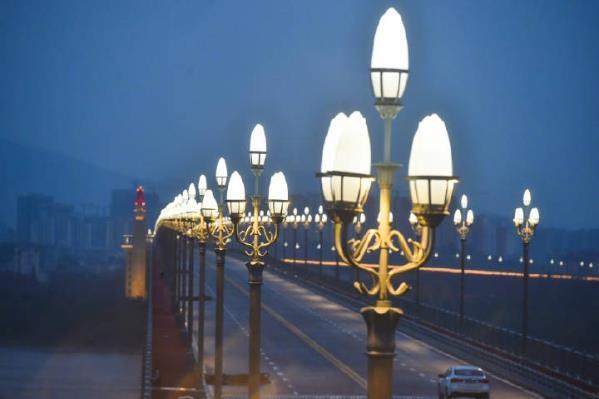 半百巨龙展新姿 三十三载报国志——南京长江大桥华灯再上背后的远东丽影