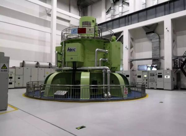 中国首台大型立式脉冲发电机组研制成功