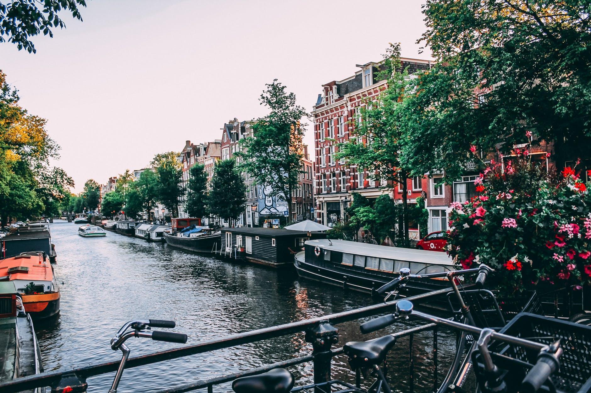 阿姆斯特丹到2025年将清除11,200个停车位