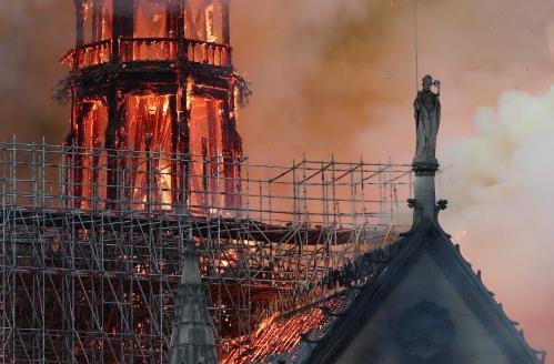 法媒:电线短路或为圣母院顶楼火灾原因