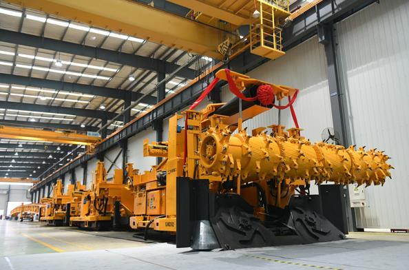 我国首台煤矿大断面快速掘锚成套装备下线
