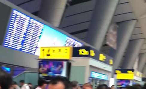 天津南站附近一高铁桥下起火 多列车晚点