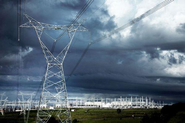 南方电网实现世界级突破 验证混合直流输电技术可行