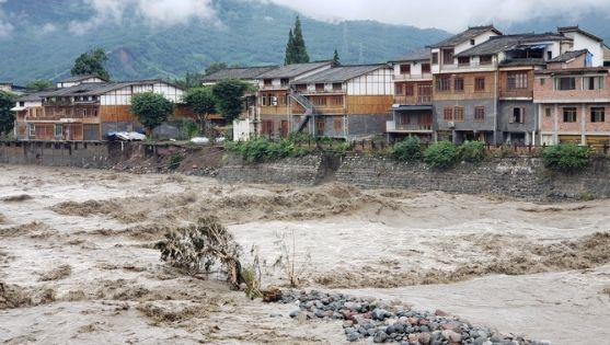 雅安特大暴雨通报:滞留游客全部疏散 电力恢复95%