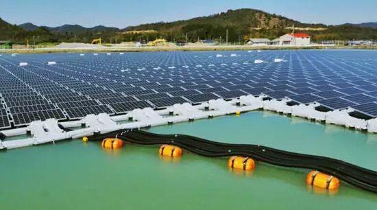 法国启用首个水上漂浮太阳能光伏发电站