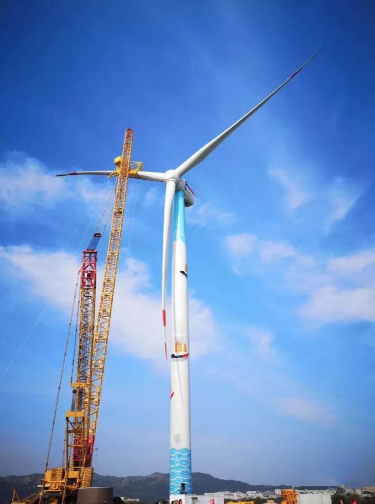 上海电气首台8MW海上风机在汕头完成吊装