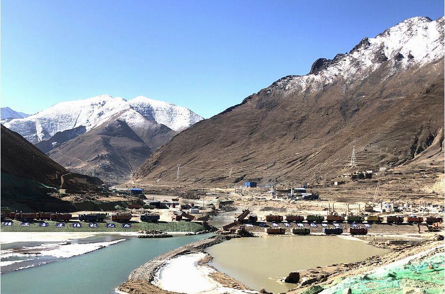国家重大水利工程西藏湘河工程大坝主体开始施工