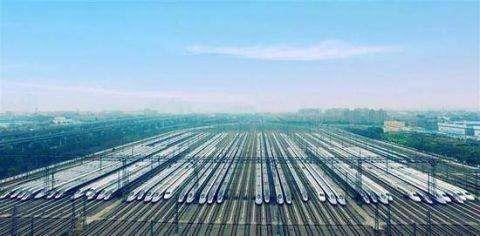 武汉重启首日:131个航班起飞、高铁部分车次车票售罄