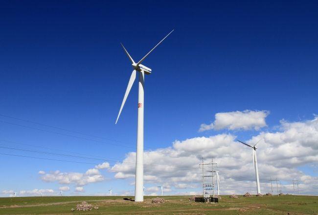 贵州龙街风电场首台风机并网发电