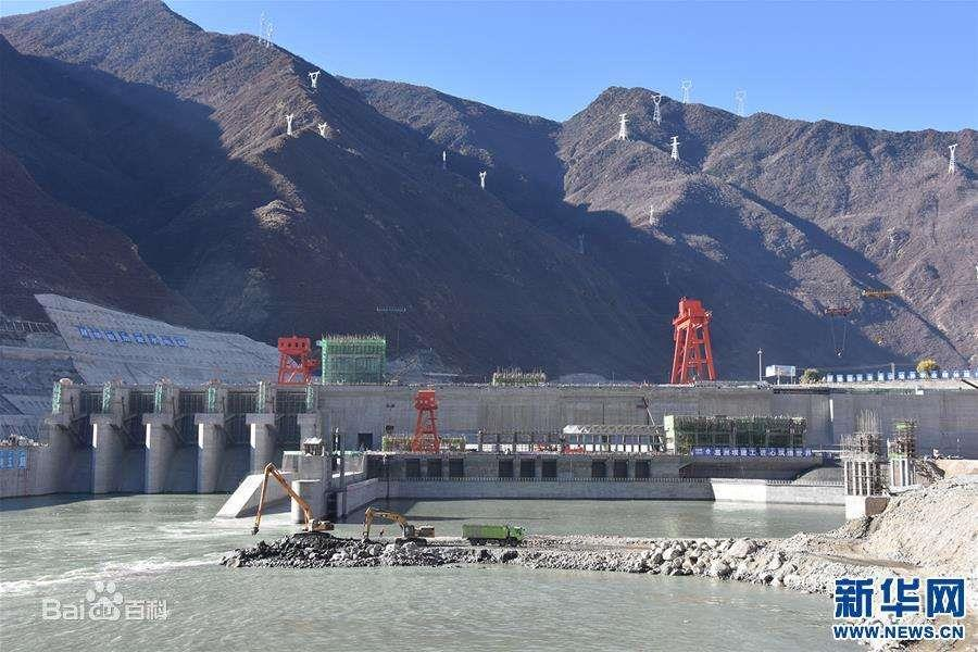 西藏加查水电站大坝主体工程按期封顶