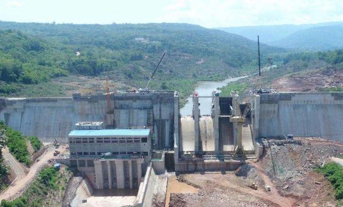 老挝色拉龙一级水电站首台机组并网发电