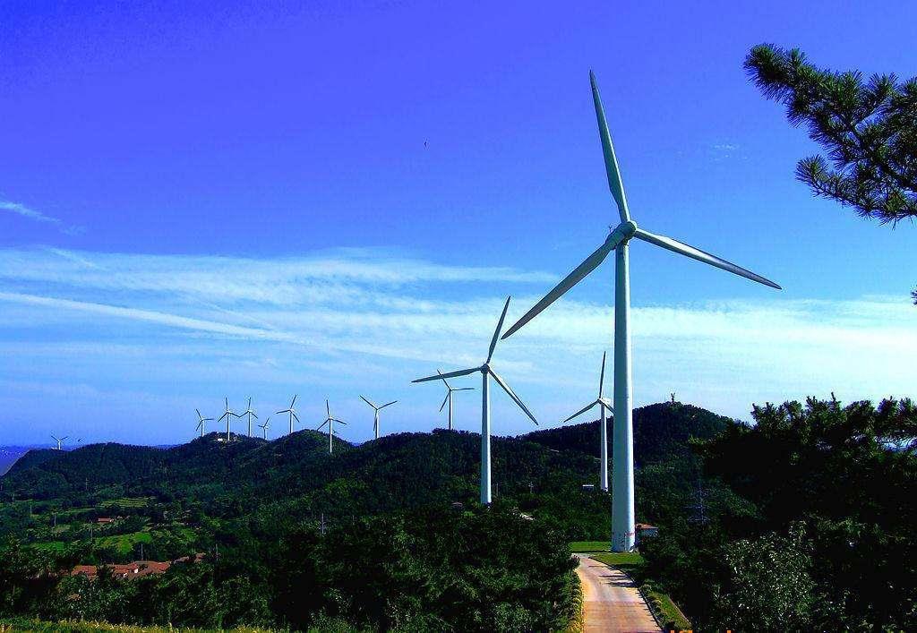湖南漉湖柴下洲风电场首批风电机组并网发电