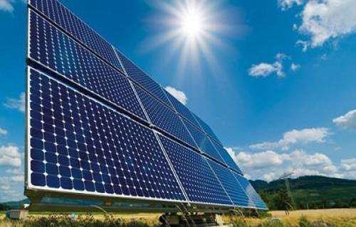 全国最大的沙漠集中式光伏发电基地建成