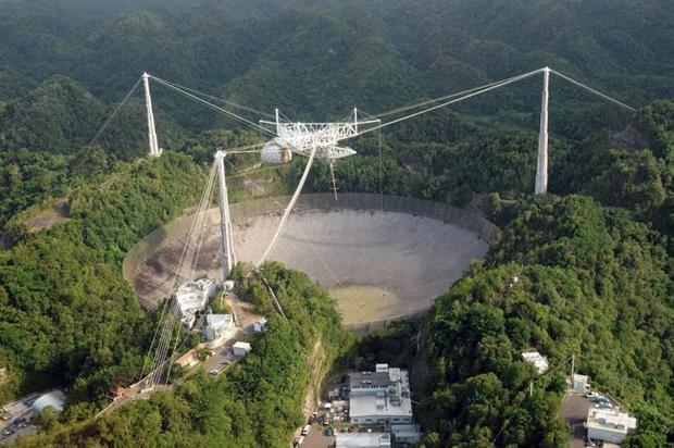钢缆断裂 波多黎各阿雷西博天文台倒塌