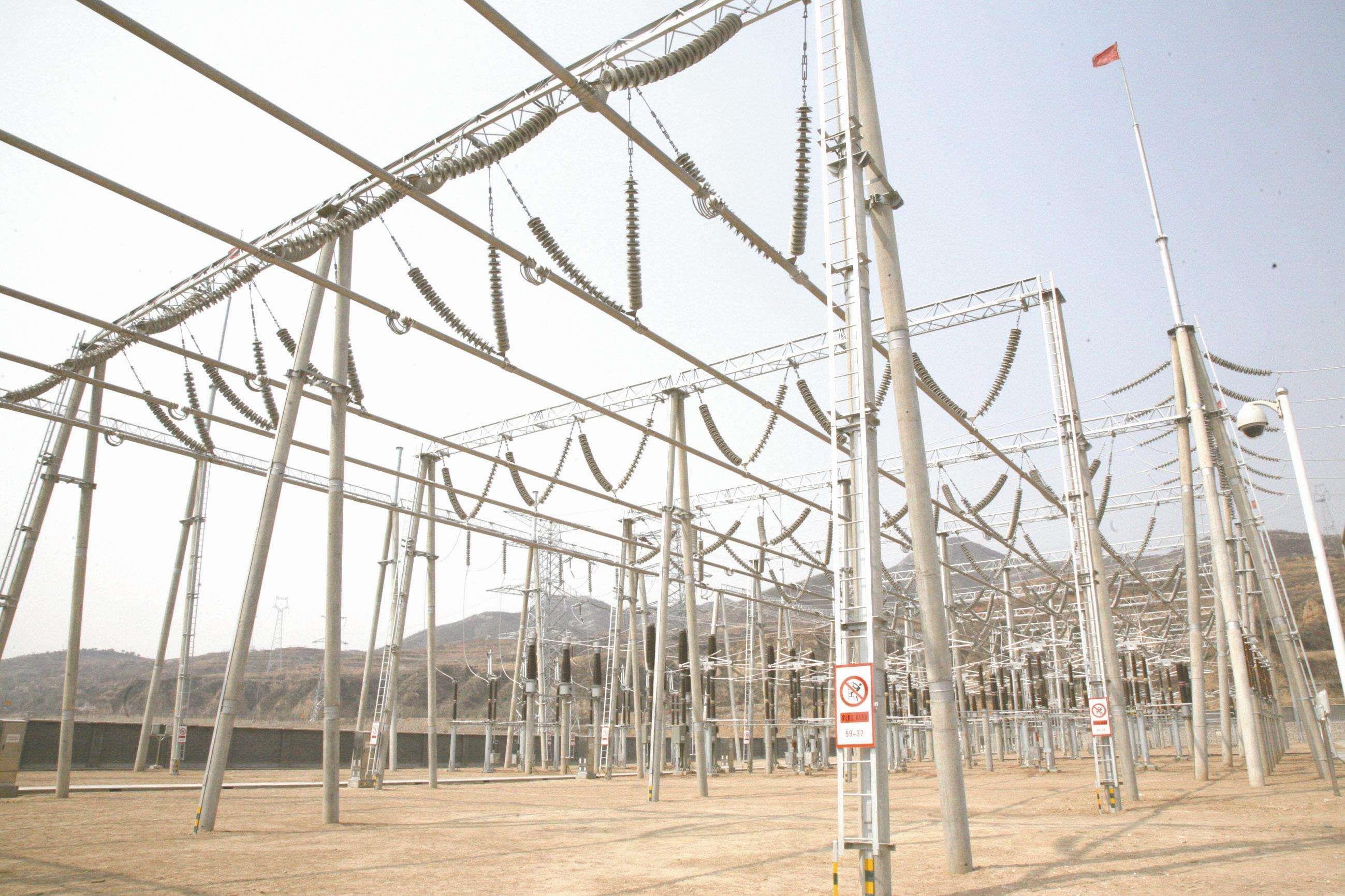 河北雄安新区首座全地下变电站完成主变吊装