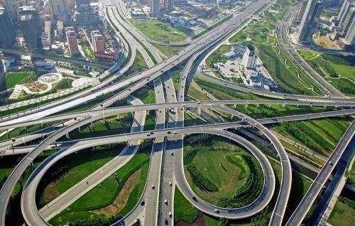 国务院:推进交通基础设施网与能源网融合发展