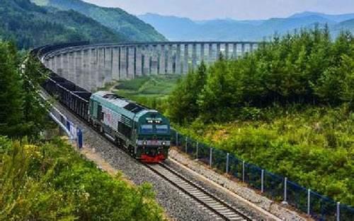 中老铁路10公里以上15座隧道全部贯通